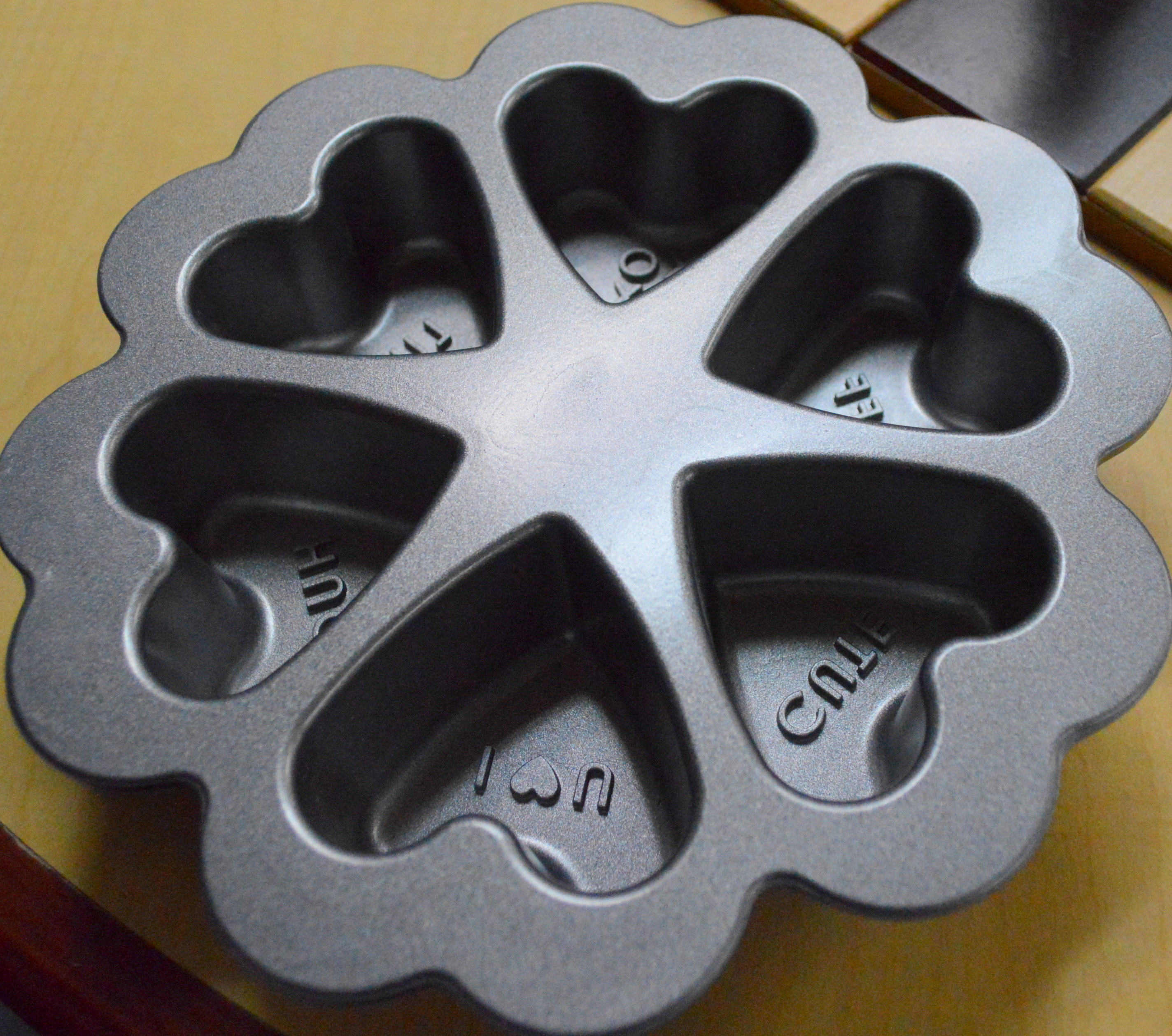Image showing the Inside of a baking pan with 6 heart shaped openings